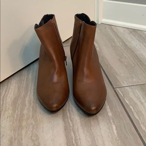 NWOT Steve Madden brown leather booties